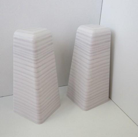 2 Aussenecken für Sockelleiste K58 - Weiß mit Struktur, leicht gräulich